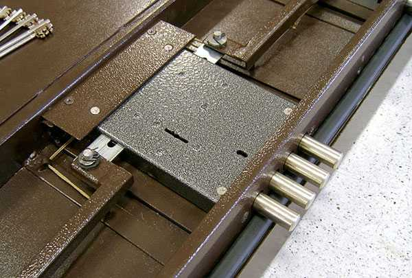 Как проводится врезка замков в металлическую дверь